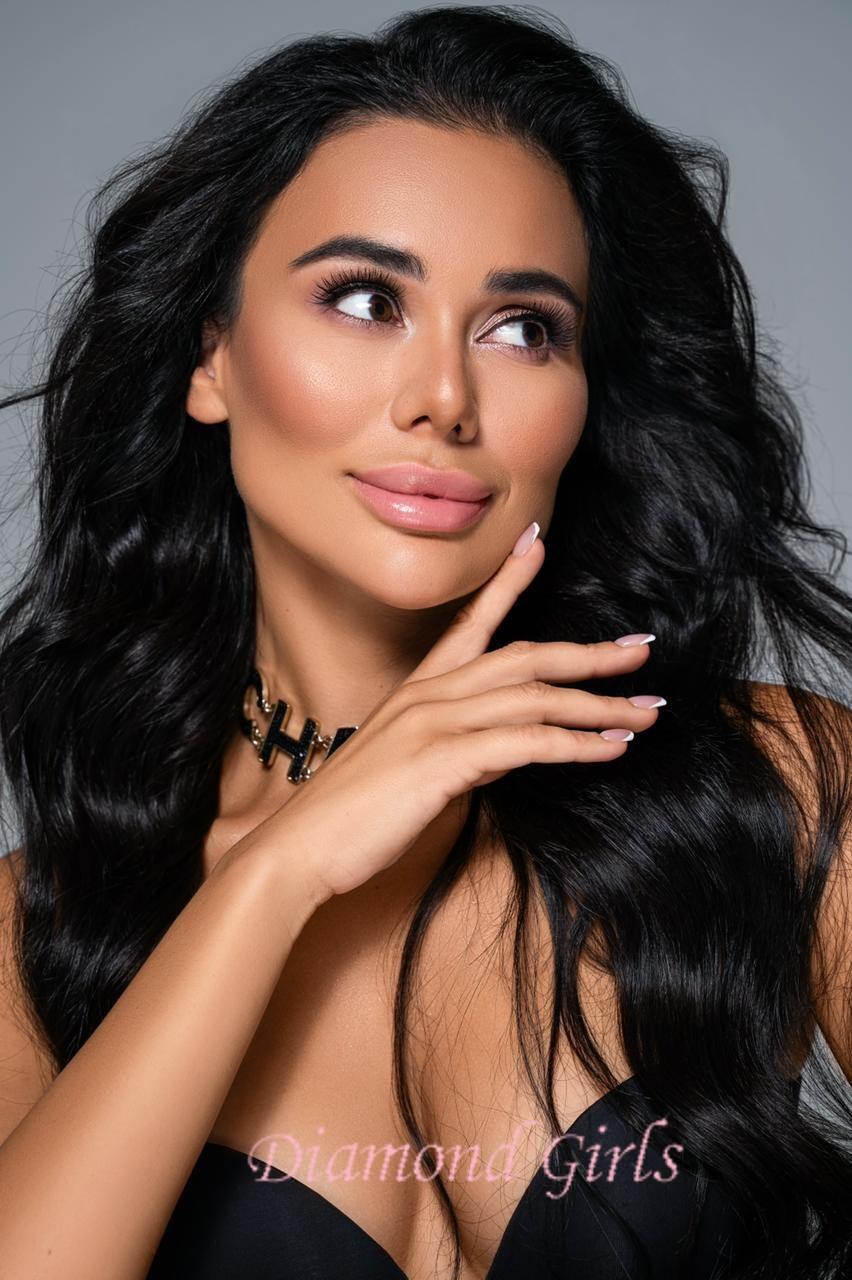 Valeria, 23